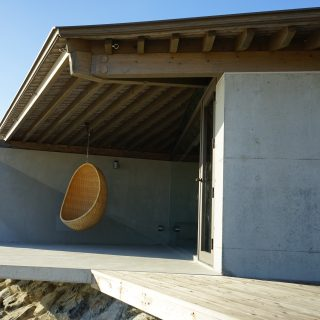 伝泊 The Beachfront MIJORA denpaku 屋外デッキ outdoor deck space